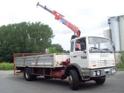 RENAULT G 230 TI 19 T PLATEAU RIDELLES  + GRUE FASSI