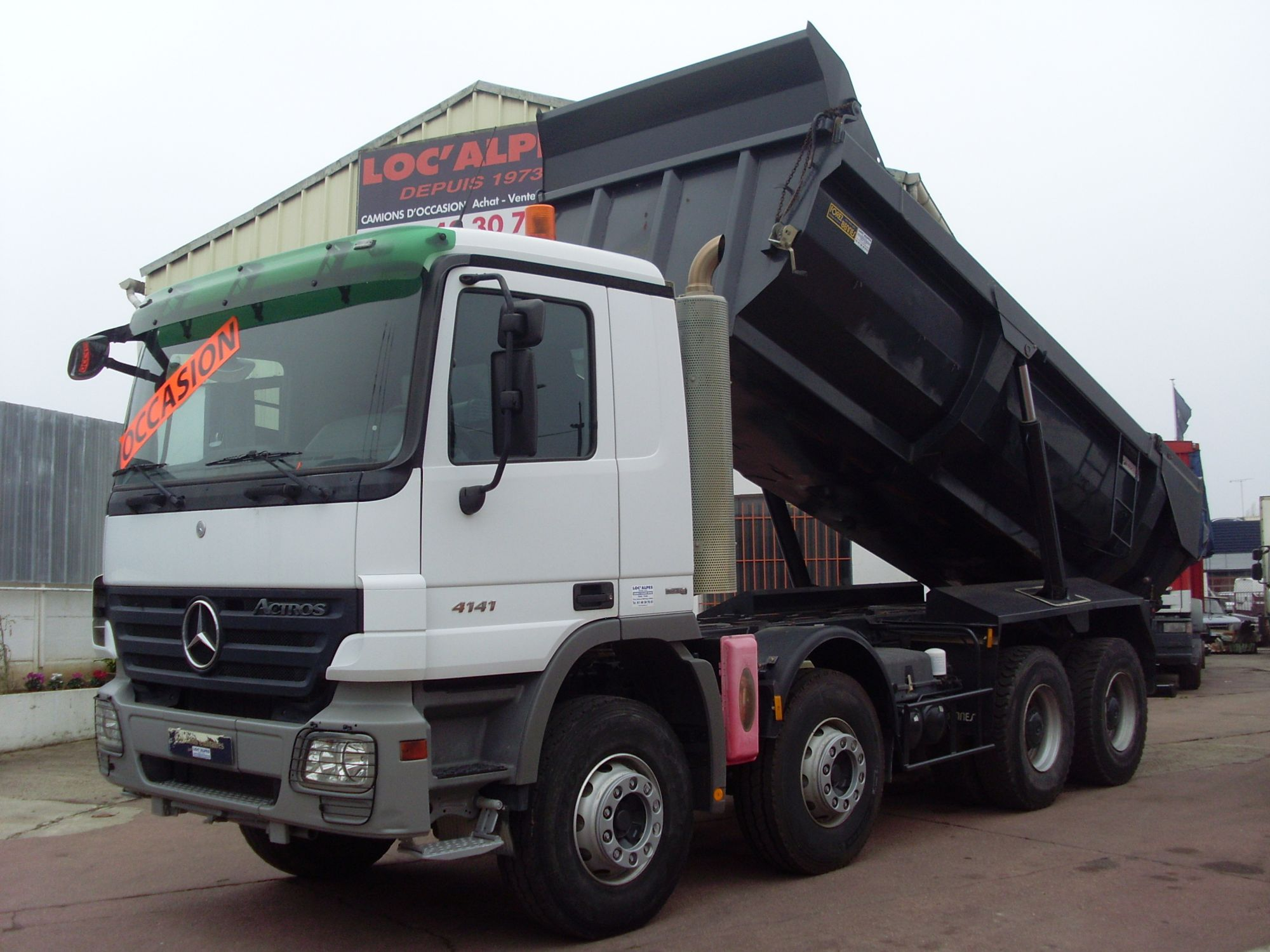ACTROS 4141 8x4 benne ronde enrochement BOITE AUTO EPS 3 PEDALES