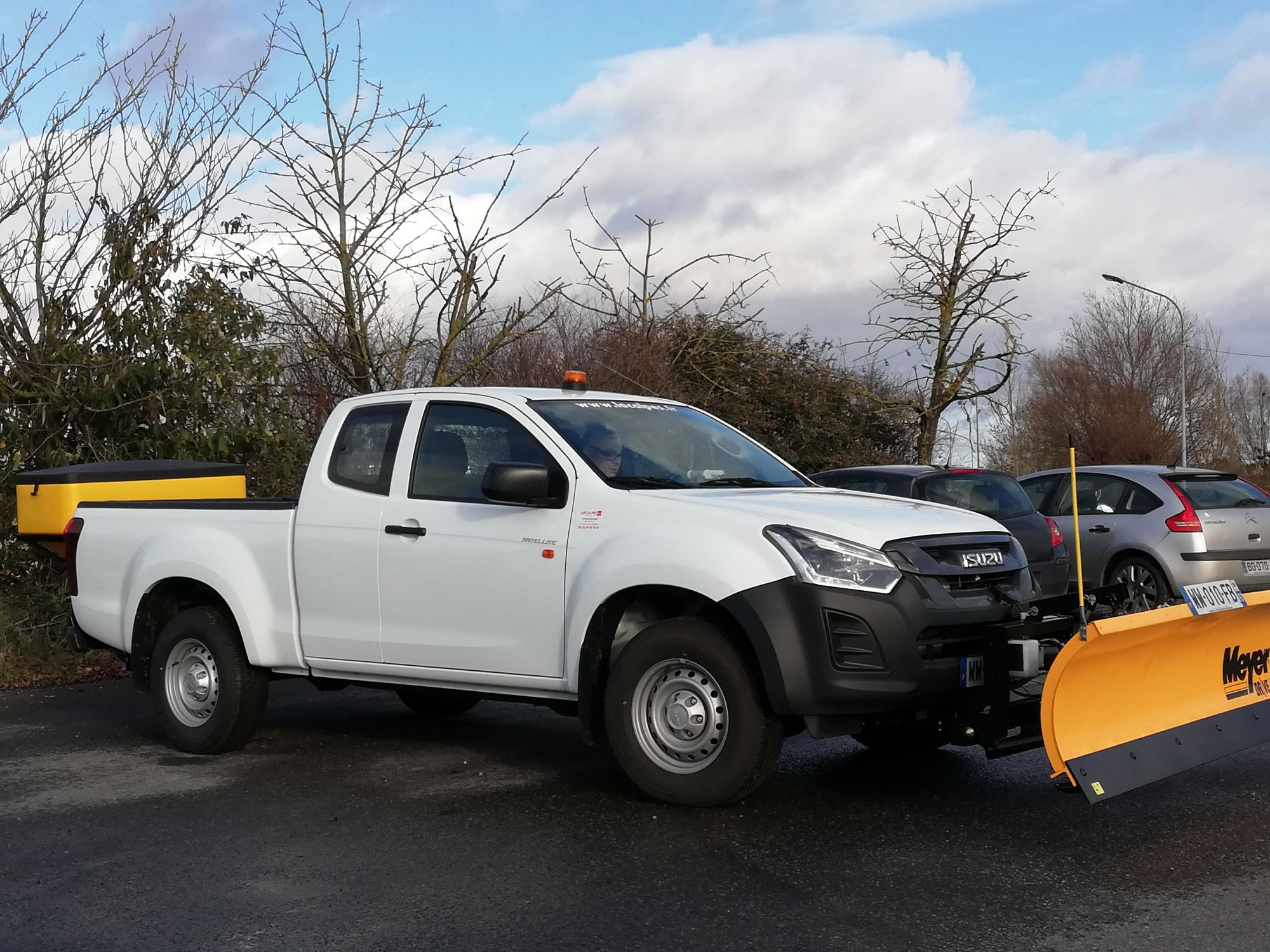 Location pick up dmax space cab 4x4 deneigement chasse neige + saleuse